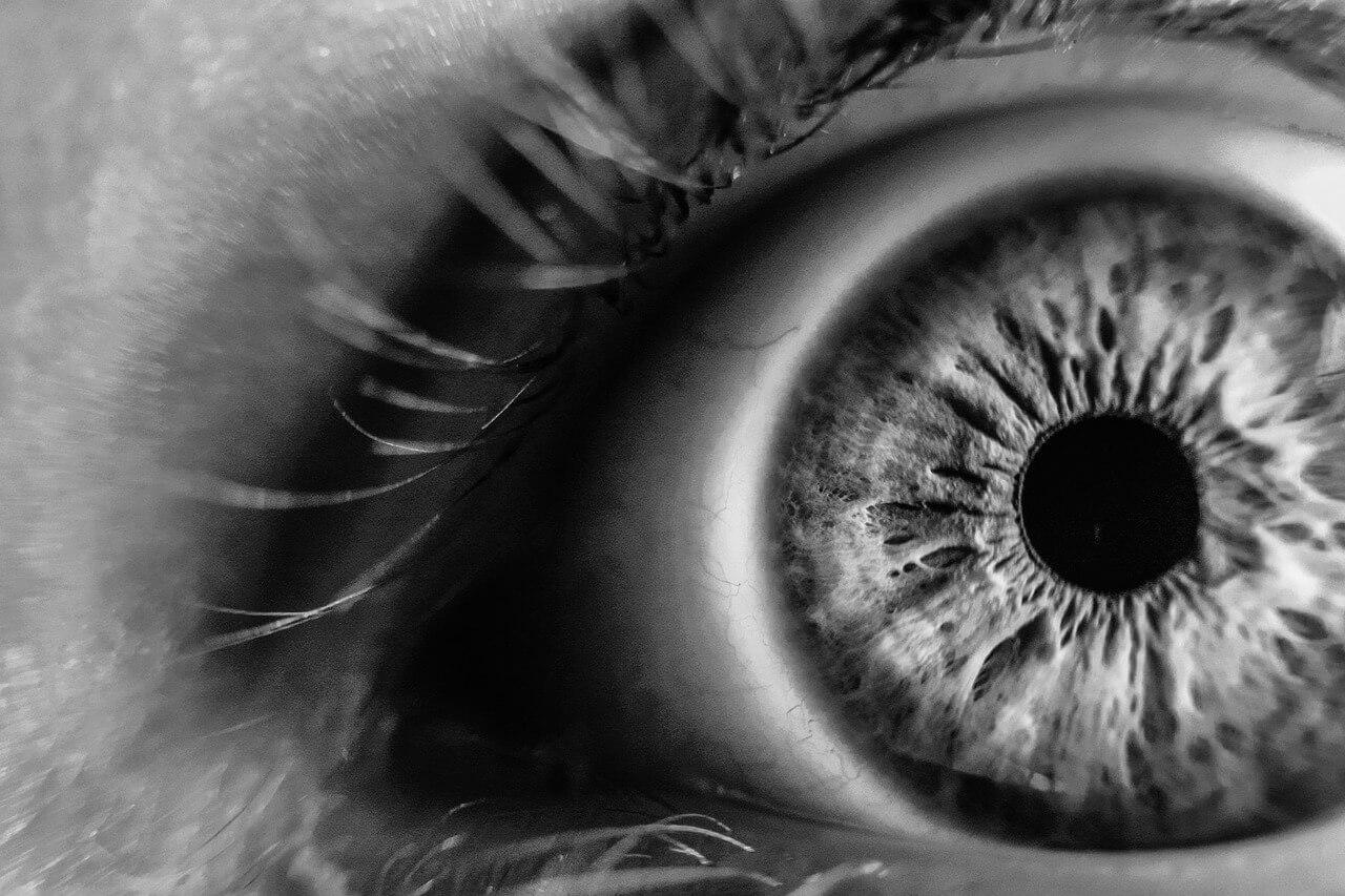 Zespół suchego oka – przyczyny, objawy i leczenie